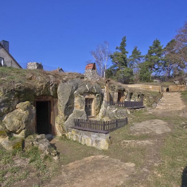 Langenstein, Höhlenwohnungen