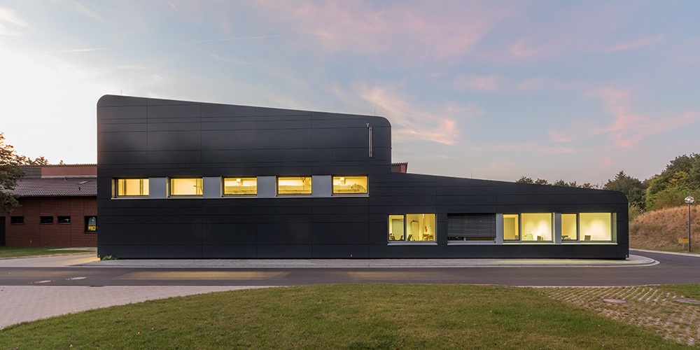 Architekturfotografie Braunschweig, Gebäude der Sicherheitstechnik | Sándor Kotyrba Fotografie