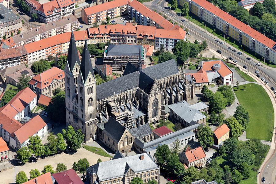 Luftbild Dom Halberstadt | Sándor Kotyrba Architekturfotografie