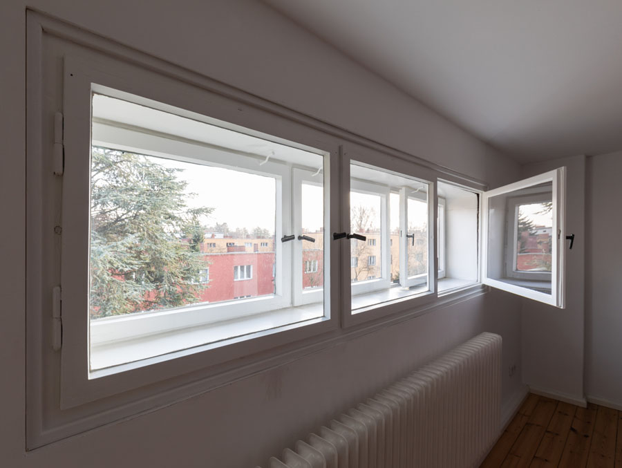 Kotyrba Architekturfotografie Berlin | Bruno-Taut-Haus, Geschlossenes Kastenfenster