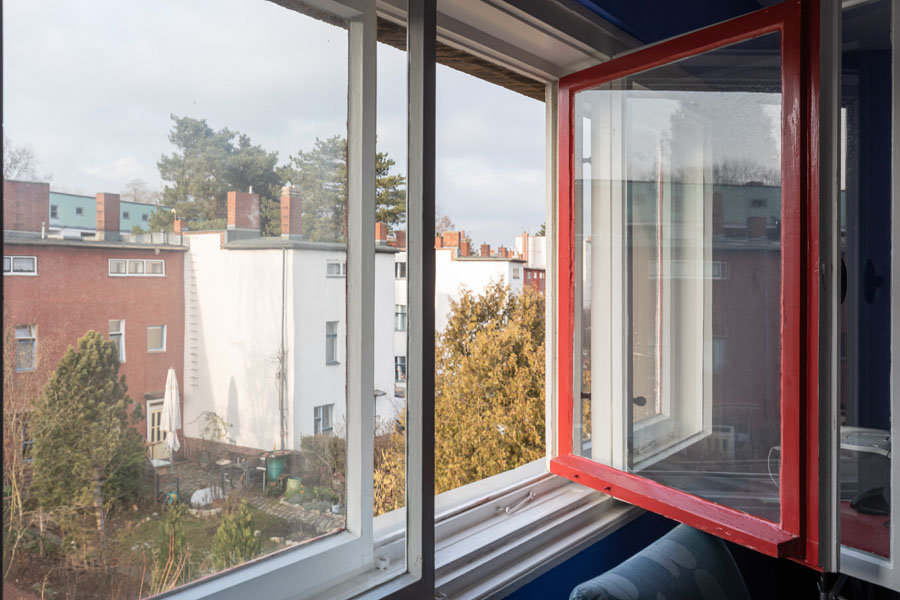 Kotyrba Architekturfotografie Berlin | Bruno-Taut-Haus, Offenes Kastenfenster