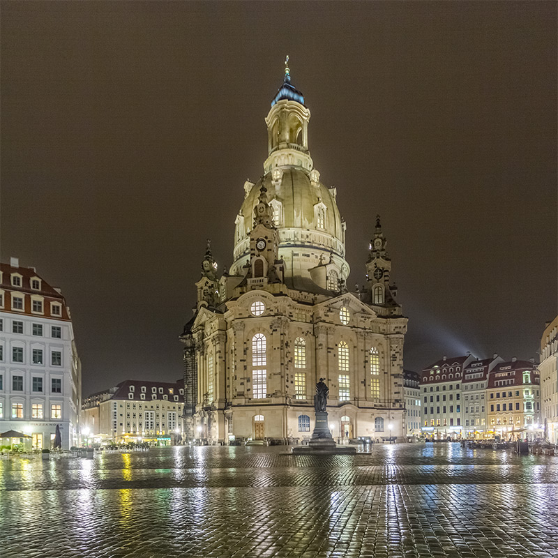 Nachtaufnahme Frauenkirche Dresden | Architekturfotografie Sándor Kotyrba