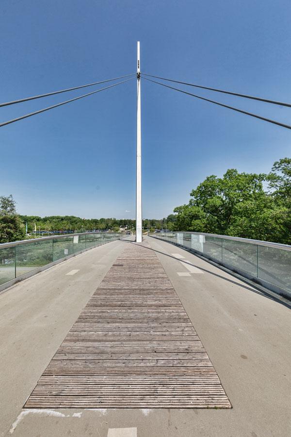 Allerpark Wolfsburg, Plaza-Brücke | Sándor Kotyrba Architekturfotografie