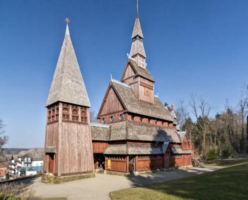 Südansicht Stabkirche Hahnenklee | Architekturfotografie Sándor Kotyrba