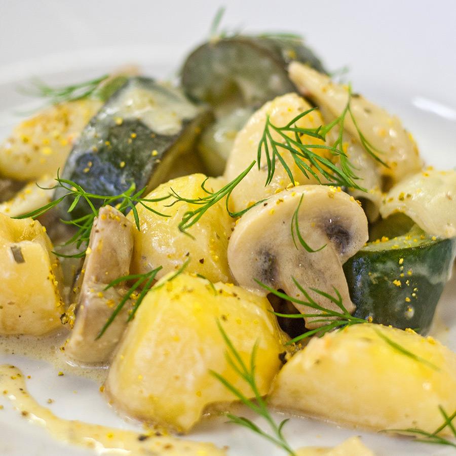 Kartoffel-Gurken-Pfanne | Objektfotografie Sándor Kotyrba